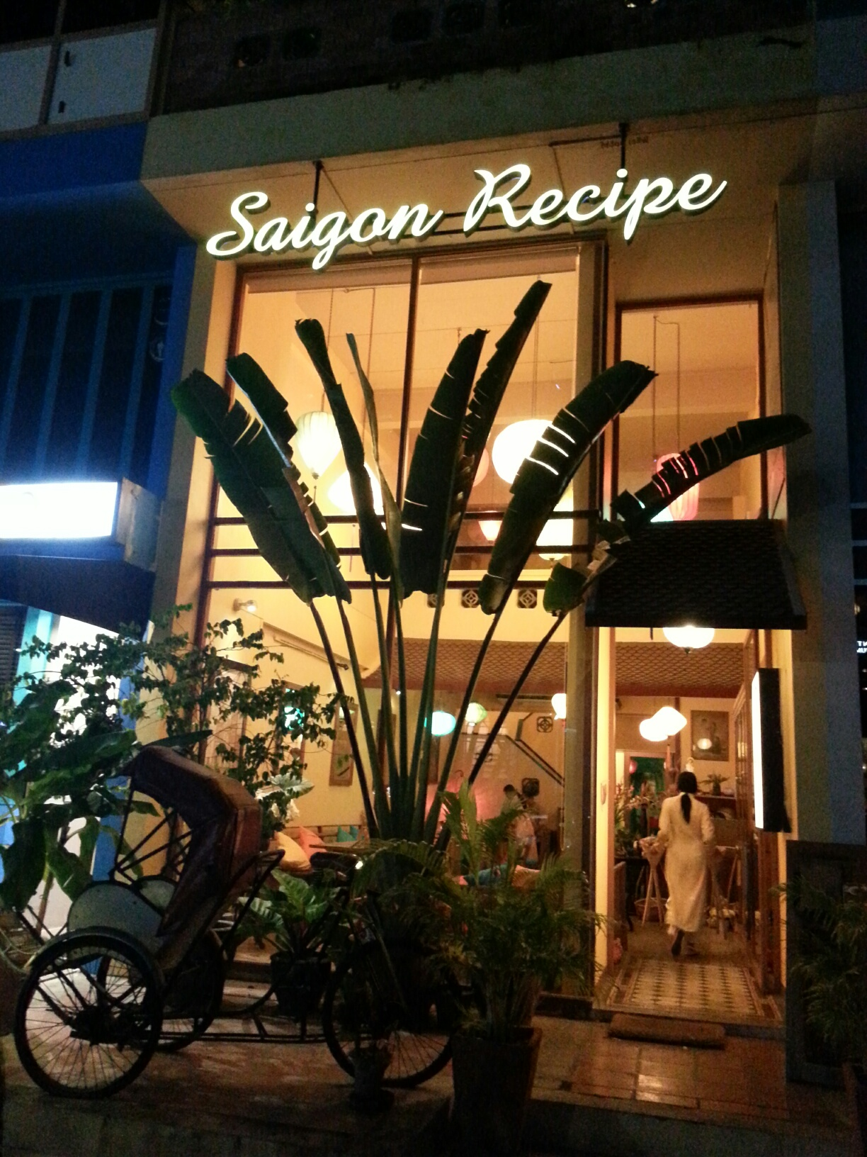 "Vietnamese from the beauty pageant at ""Saigon Recipe"""